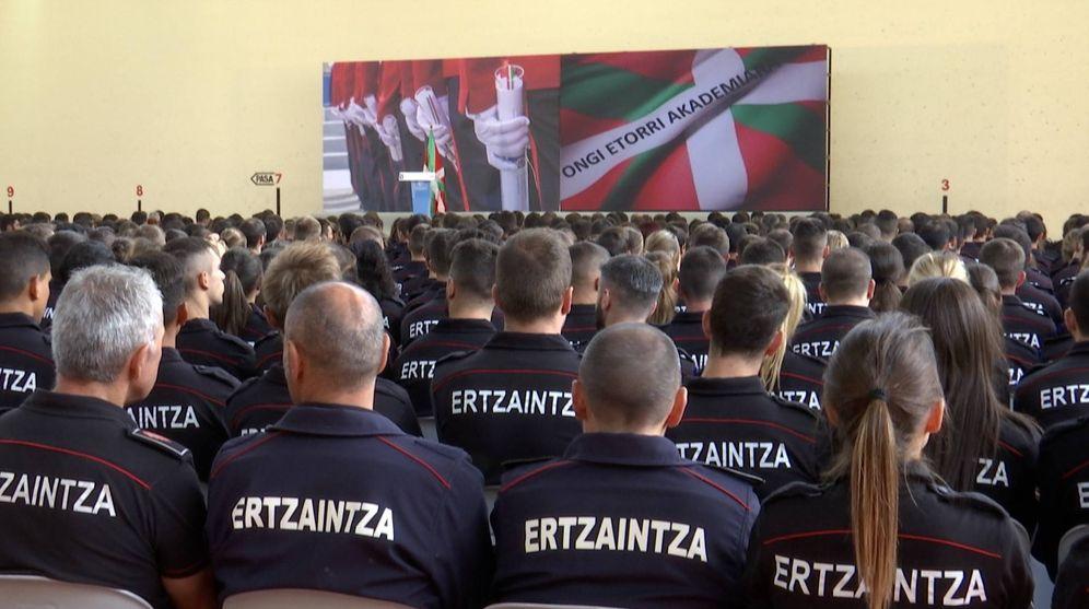 Foto: Los aspirantes de la 28 Promoción de la Ertzaintza, el pasado 9 de septiembre en Arkaute durante el acto académico de inicio de la formación. (EC)