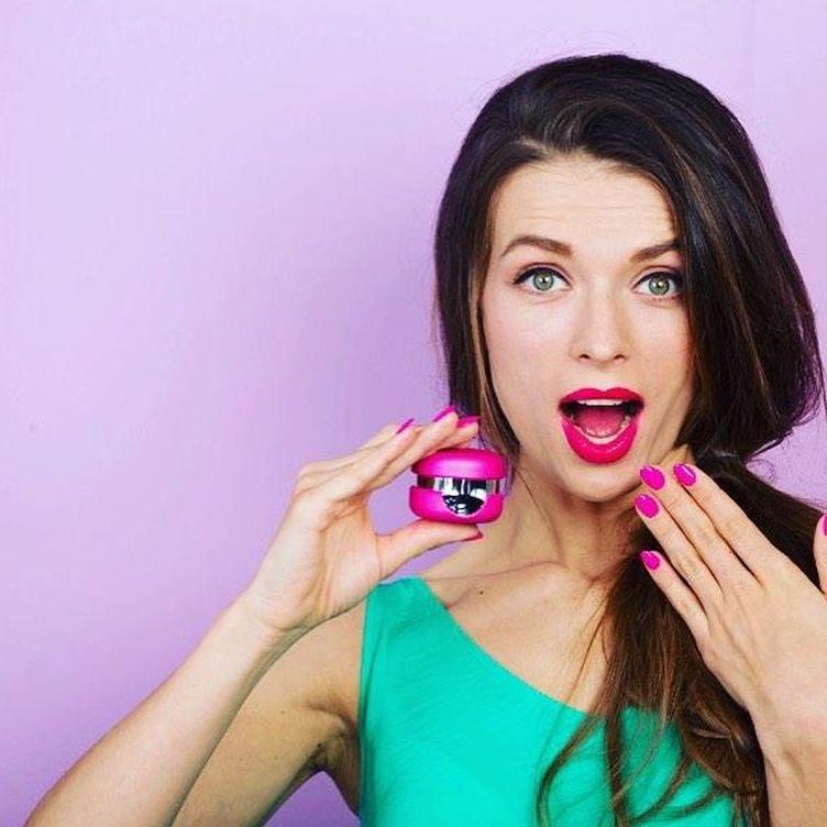 Foto: Y de repente el ánimo nos cambia porque llevamos las uñas en rosa (Foto: Le Mini Macaron)