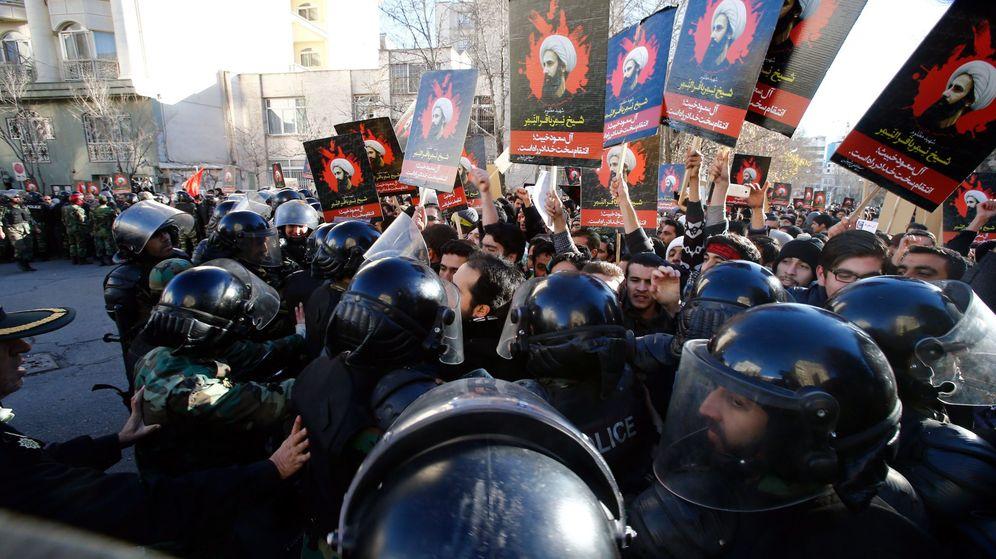 Foto: Manifestantes cerca de la embajada de Arabia Saudí protestan contra la ejecución del clérigo chií. (Reuters)