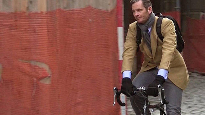 Iñaki Urdangarin, en bicicleta por Ginebra. (EFE)