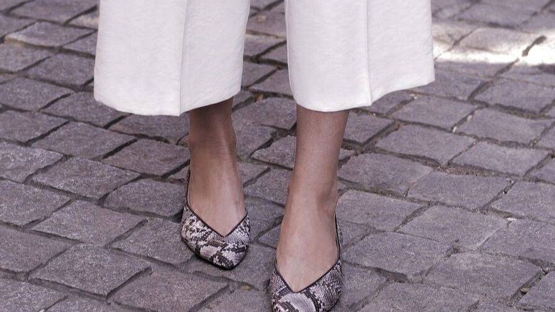 Estos zapatos grises de By Peppas combinan con todos tus looks de oficina