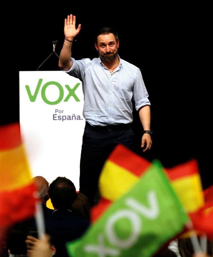 Foto: Santiago Abascal en una campaña electoral en Sevilla (Reuters)