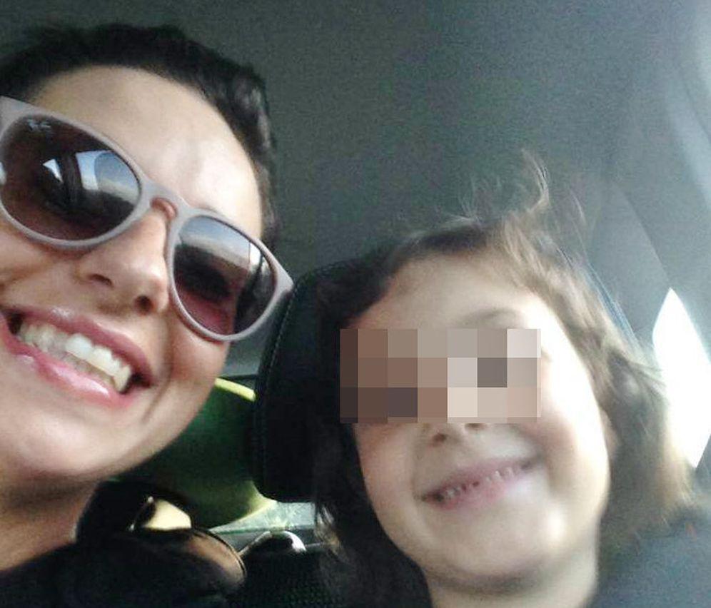 Foto: La pequeña Lia y su madre, Corinna Verniani. (Foto: Facebook / C. Verniani)