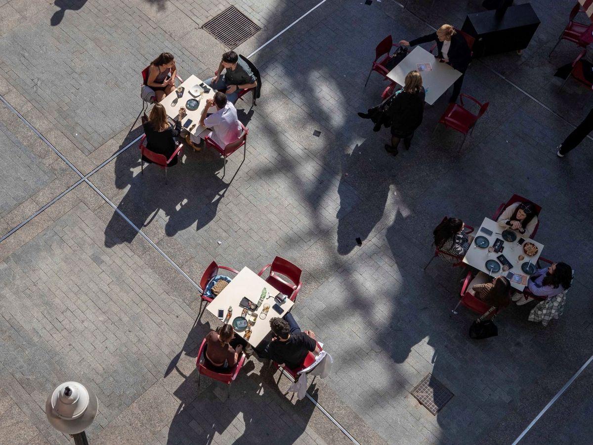 Foto: Fotografía de archivo de una terraza en Murcia. (EFE)