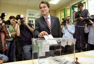Foto: CiU gana con 48 escaños, el PSC baja a 37 y Ciutadans obtiene 3