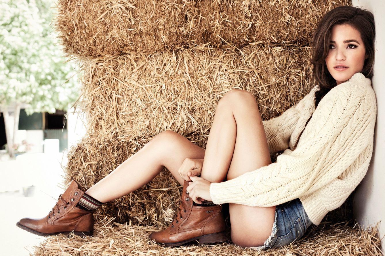 Foto: Malena Costa posando para Refresh Shoes.