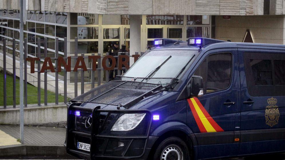 Foto: Imagen de archivo de un furgón de la Policía Nacional, el cuerpo que investiga la muerte de la niña de 4 años. (EFE)
