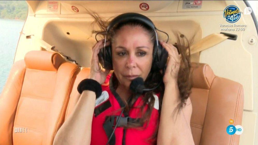 Foto: Isabel Pantoja, instantes antes de saltar del helicóptero. (Mediaset)