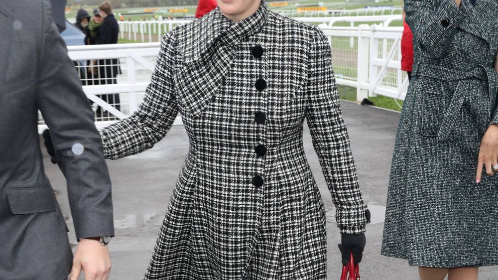 La especial complicidad entre el príncipe Carlos y Zara Phillips en Ascot