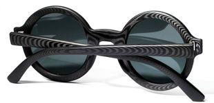 Post de Fibra de carbono y madera en las nuevas gafas de sol de Rodrigo Caula