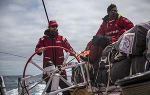 El viento manda al Mapfre de Iker Martínez al quinto puesto