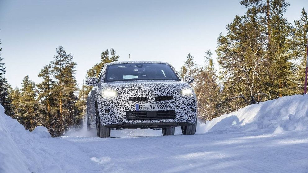 Así es el ambicioso Opel Corsa nuevo (y cómo se transforma en coche eléctrico)