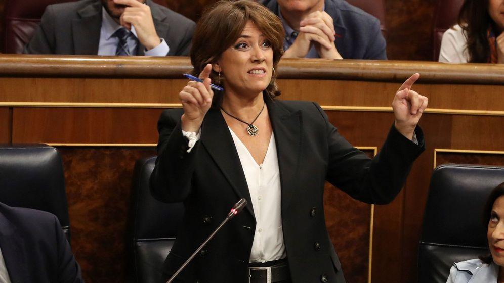 Foto: La ministra de Justicia, Dolores Delgado, durante su intervención en la sesión de control. (EFE)