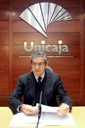 Unicaja y Cajasur siguen adelante con la fusión