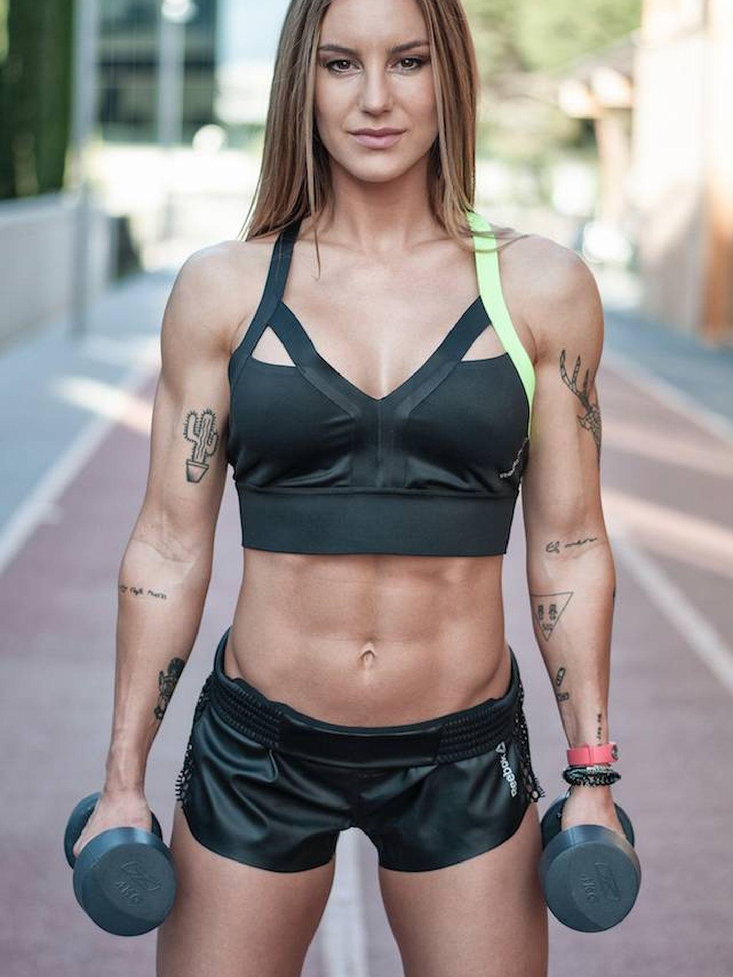 Vikika Fitness en una imagen promocional de su nuevo libro. (Cortesía)