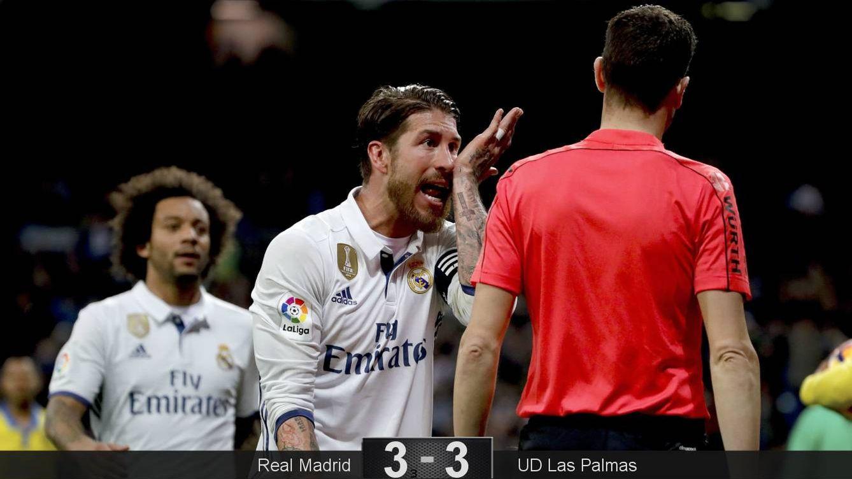 Foto: Sergio Ramos protesta el penalti que cometió (EFE).