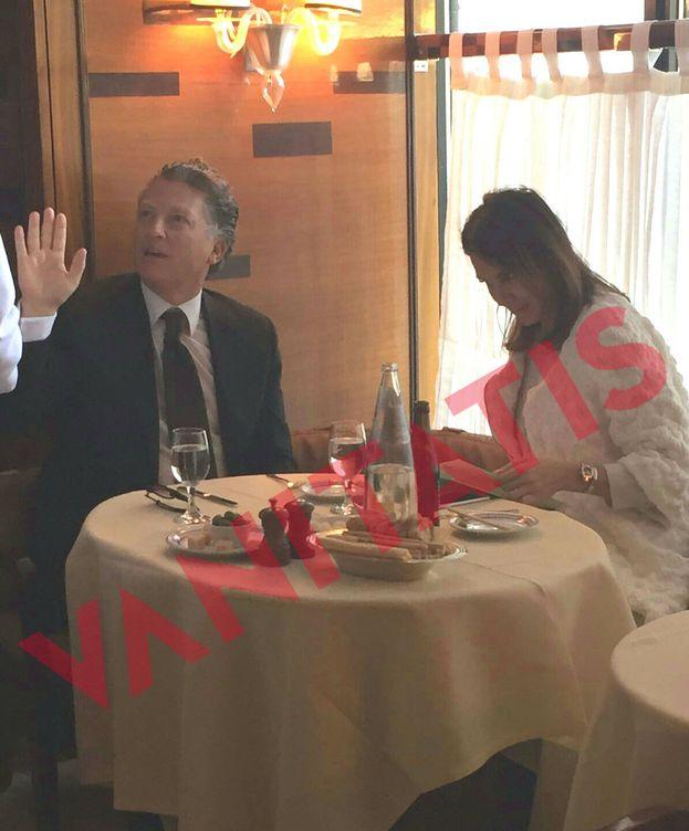 Foto: Elías Sacal y Mar Flores durante su romántica cena (Vanitatis)