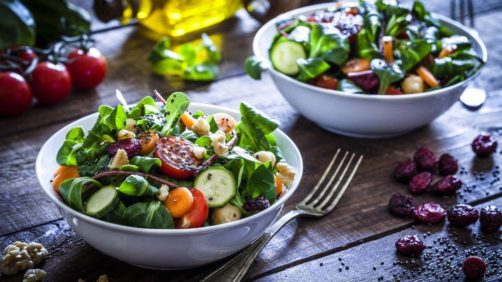 Foto: La ensalada 'mixta' de toda la vida es una de las más sanas. (iStock)