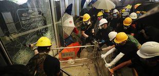 Post de Los manifestantes consiguen irrumpir en el Parlamento de Hong Kong