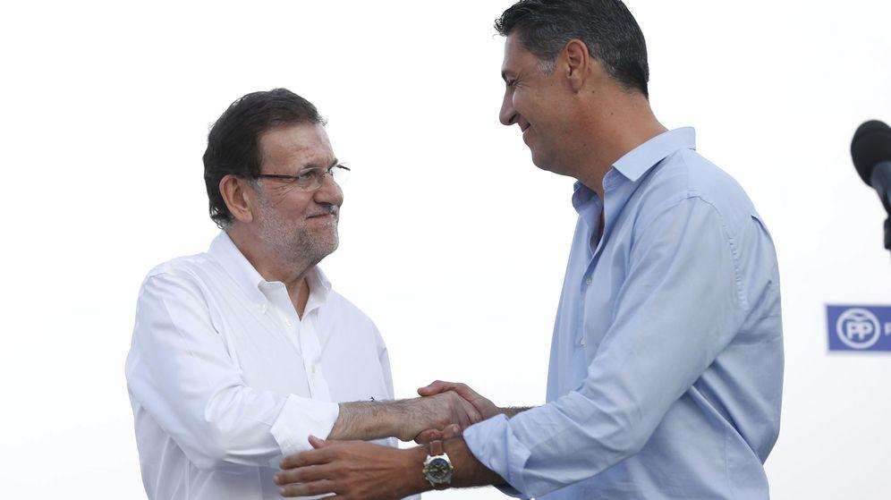 Foto: El presidente del Gobierno, Mariano Rajoy, junto al candidato del PP a las elecciones autonómicas, Xavier Garcia Albiol. (Efe)