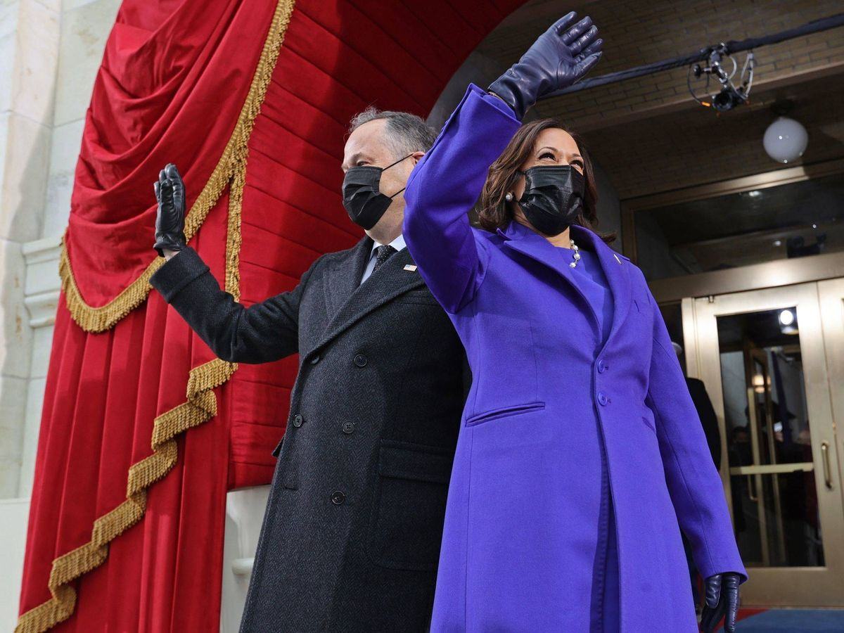 Foto: La vicepresidenta de EEUU, Kamala Harris, junto a su esposo, Doug Emhoff. (EFE)