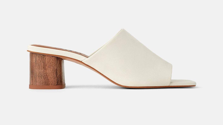 Mule de tacón de piel y tacón efecto madera de Zara (45,95 euros).