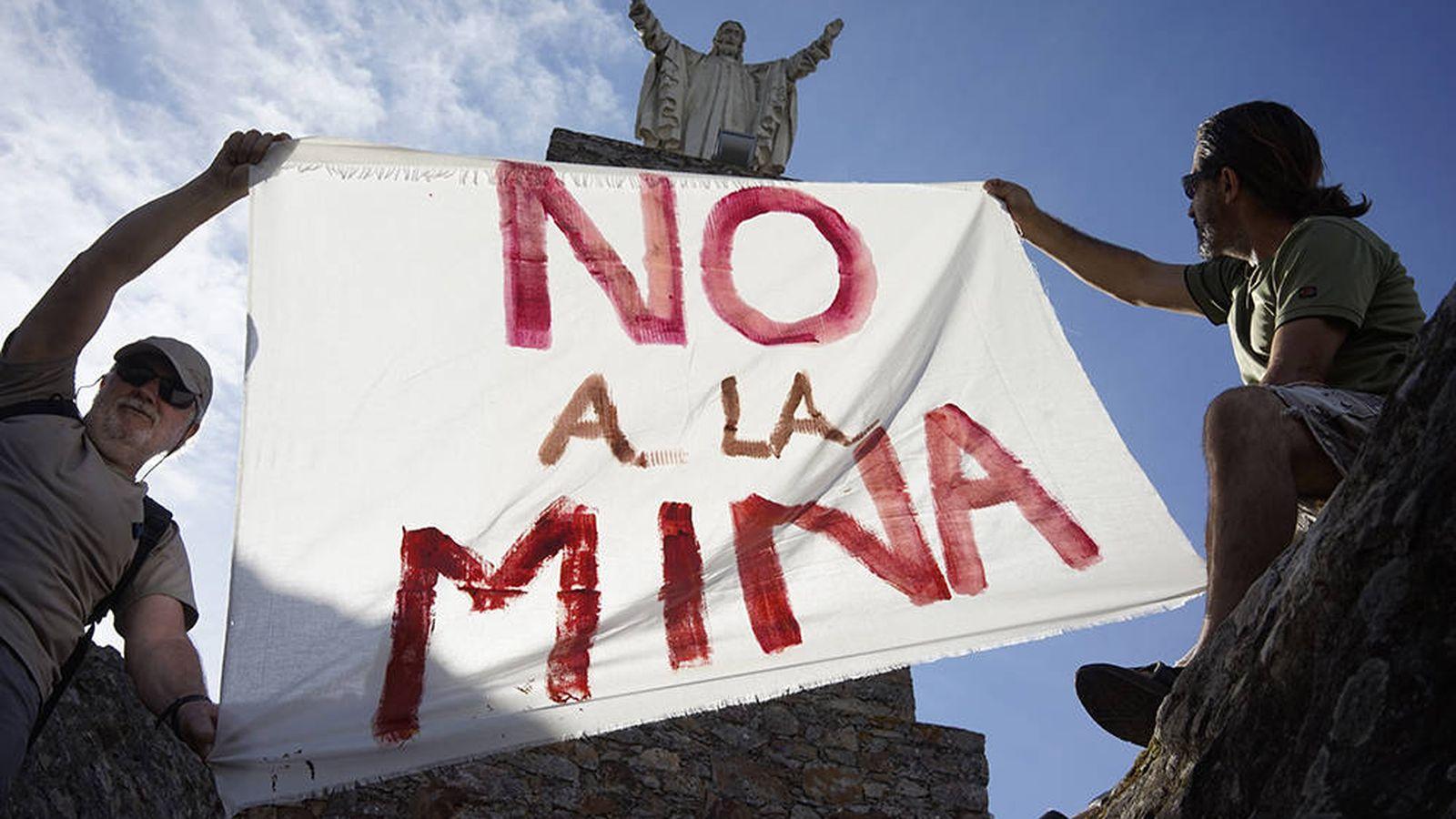 Foto: Concentración en contra del proyecto de la mina de litio. (Plataforma Salvemos la Montaña de Cáceres)