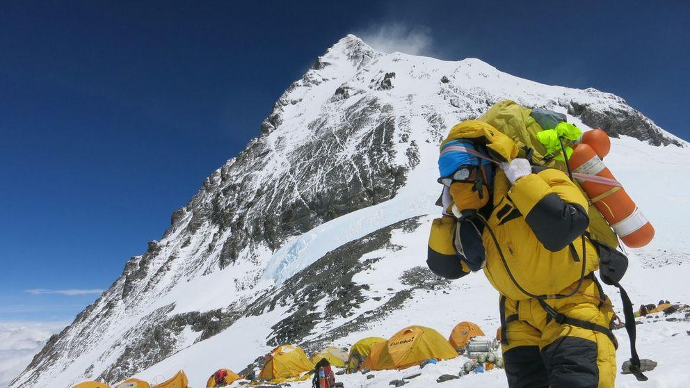 Récord en el Everest: 365 montañeros van a por la cima (pagando 10.250 euros)