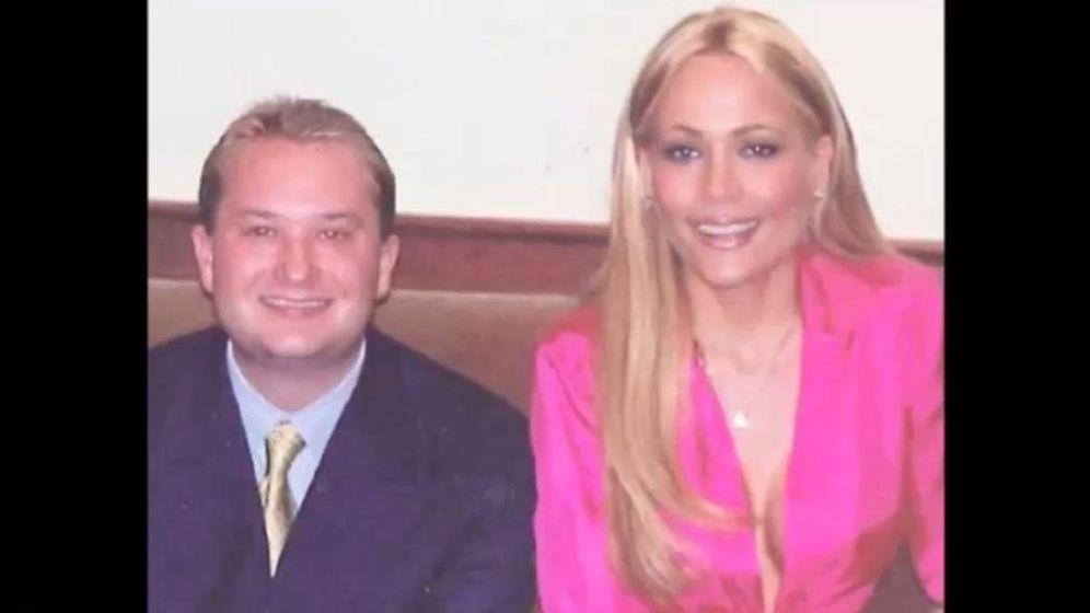 Foto: Mark Yagalla, junto a Sandy Bentley (captura de YouTube)