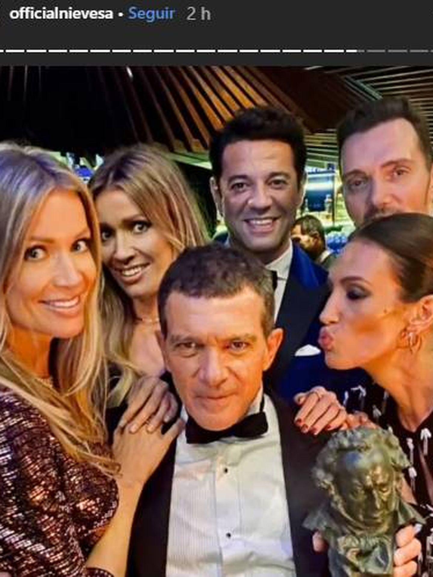 Antonio Banderas, Nieves Álvarez, Nicole Kimpel y su hermana... Todos disfrutaron con el actor malagueño. (IG)