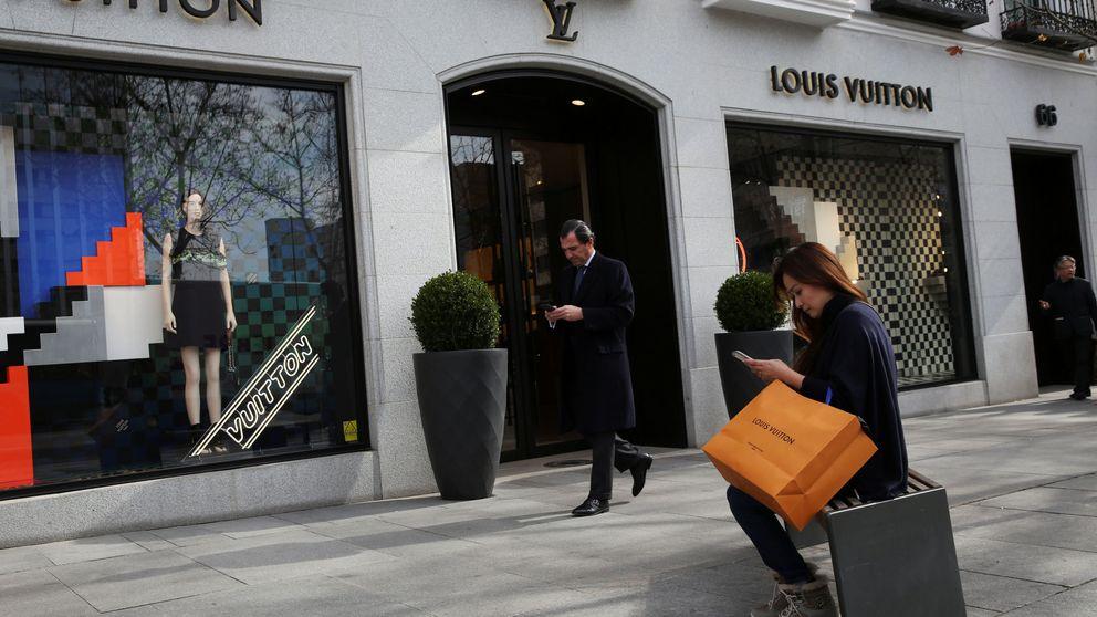 Chanel, Loewe… Vigilantes de pega en las tiendas de la milla de oro madrileña