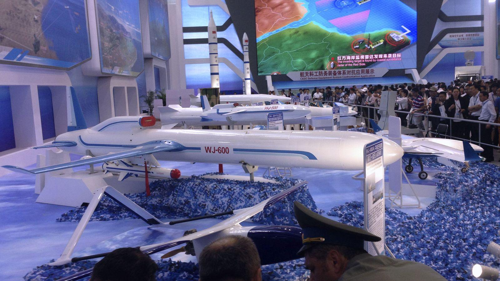 Foto: Foto de archivo de prototipos de AVIC en una feria aeronáutica en China. (EFE)