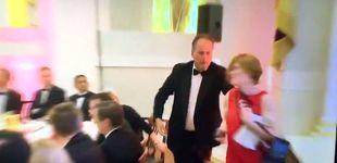 Post de Un ministro inglés, suspendido: agarró y empujó a una activista en una cena