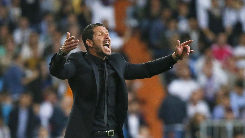 Foto: Simeone puso un autobús en el Bernabéu al que no se subió después de perder