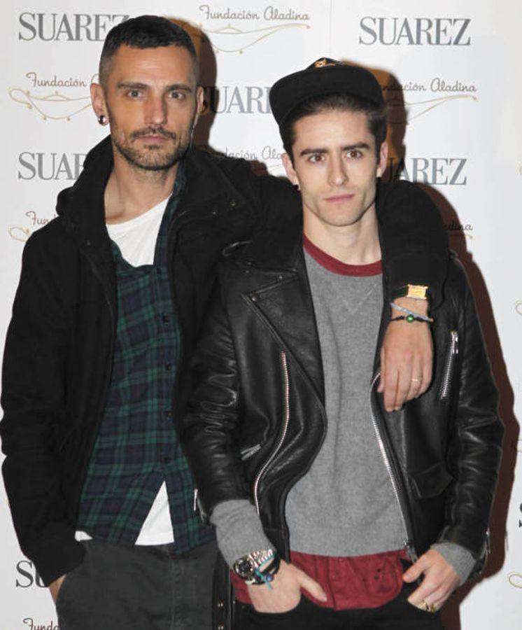Foto: El diseñador David Delfín y Pelayo Díaz durante la presentación de la firma de 'One' en 2012.