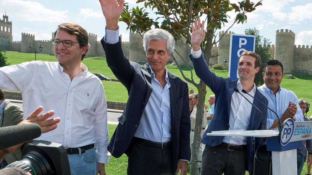 Foto: Pablo Casado en Ávila. A su izquierda el presidente provincial del PP, Carlos García.