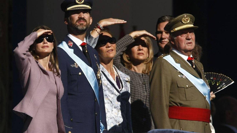 Foto: Imagen de archivo de la Familia Real durante el desfile del 12 de octubre en 2014. (Reuters)