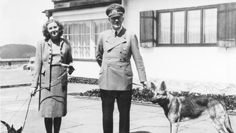 Hitler y Eva Braun: el (frío) amor nazi entre un dictador y una adolescente