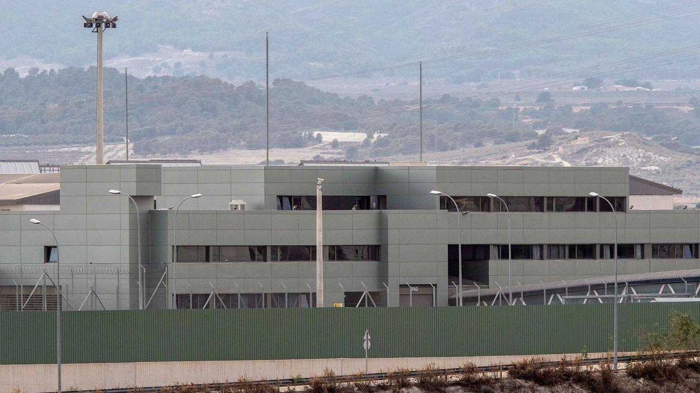 Una presa de la cárcel de Murcia muere aplastada por la puerta de su celda