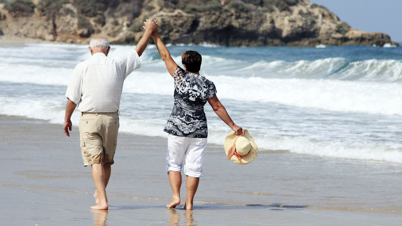 Estar de pie mejora la calidad de los cromosomas de las células rojas, relacionadas con la longevidad. (iStock)