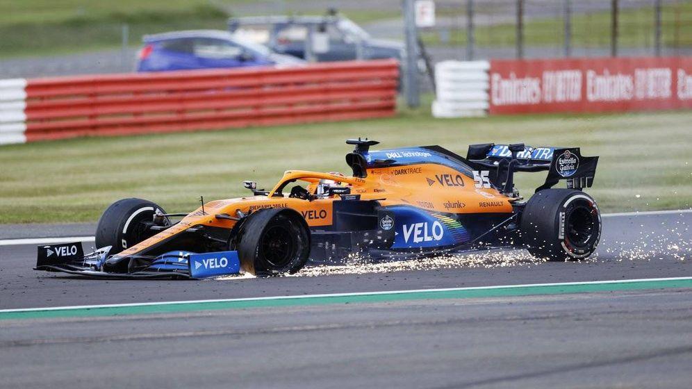 Foto: Carlos Sainz pinchó sin el menor aviso cuando entraba en la última vuelta (Formula 1)