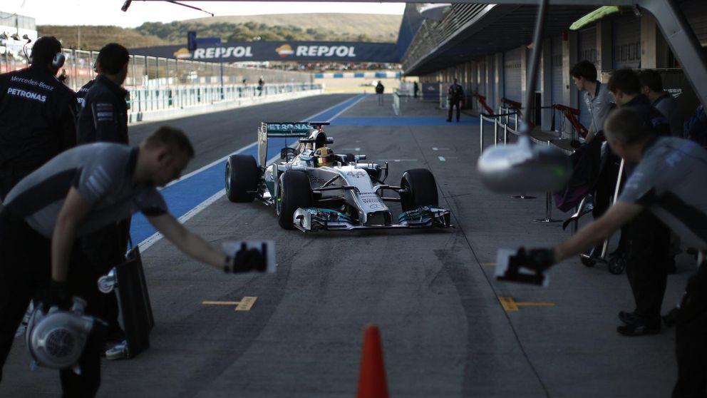 La estrella de Mercedes oscurece a sus rivales en el Circuito de Jerez