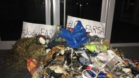 Los CDR llenan de excrementos y basura decenas de juzgados de Cataluña