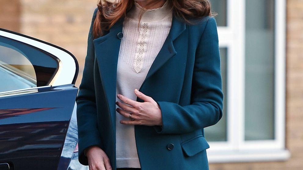 Kate Middleton, acto sorpresa con un look básico que tú también puedes conseguir