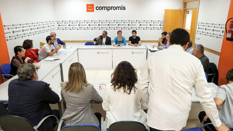 Reunión de los negociadores del PSPV, Compromís y Podemos para acordar el nuevo Consell. (EFE)
