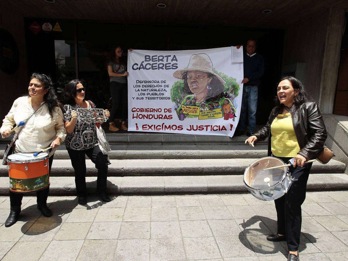 Foto: Protestas en Ecuador por el asesinato de la activista ambiental hondureña Berta Cáceres. Foto: EFE