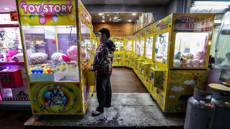 Un niño queda atrapado en una máquina en Canarias al tratar de coger un premio