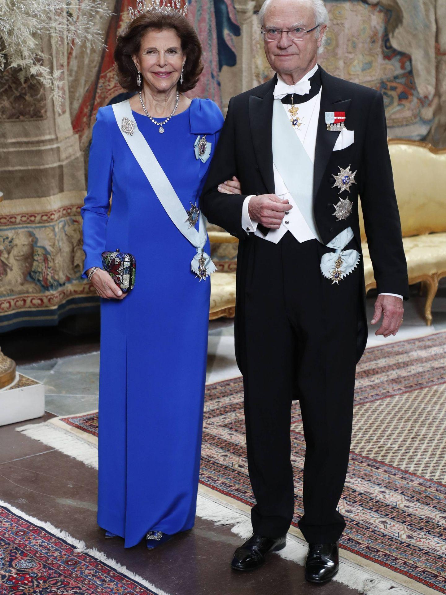 Carlos Gustavo y Silvia de Suecia, en una cena de gala. (Cordon Press)