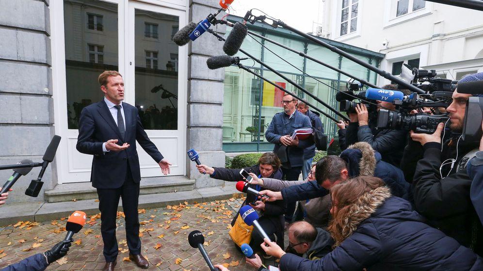 Foto: El primer ministro de Valonia, Paul Magnette ante los periodistas. (Reuters)