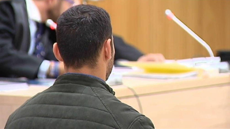 Uno de los cuatro acusados, en el juicio. (Atlas)